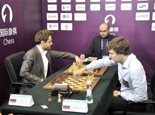 Baskické šachy v podání předních světových velmistrů Aroniana a Karjakina (Zdroj: World Mind Games)