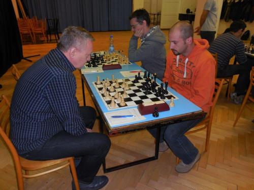 Na první šachovnici hrál Vlastimil Rozumek s Liborem Chloupkem (foto: Stanislav Vémola)
