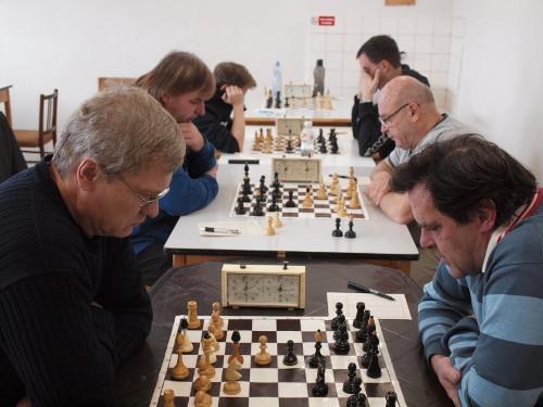 Zadní šachovnice (autor: Dušan Dobeš)