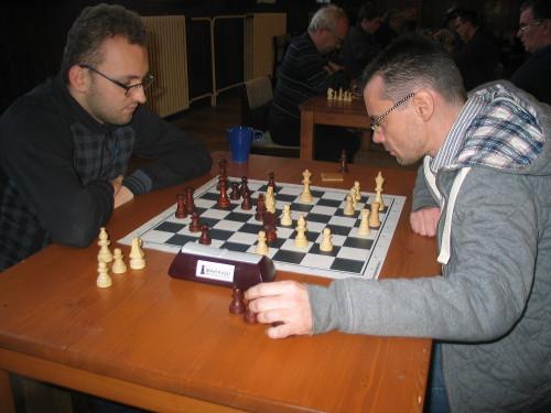 Dušan Dobeš (vpravo) proti IM Jaroslavu Burešovi.